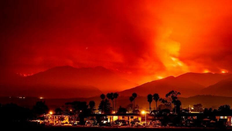 แคลิฟอร์เนีย เจอฟ่าครั้งใหญ่คุกคามถึงบ้านใน ทะเลทรายใกล้แอลเอ ไฟป่าขนาดใหญ่ที่โหมกระหน่ำผ่านภูเขาทางตะวันออกเฉียงเหนือของลอสแองเจลิส
