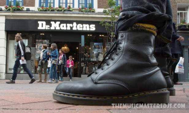Dr Martens มีมูลค่าการขายหุ้น 5 พันล้านเหรียญ รองเท้าของ Dr.Martens ได้รับการยกย่องจากเยาวชนที่ดื้อรั้นตลอดหลายทศวรรษที่ผ่านมา ตั้งแต่วันพุธ